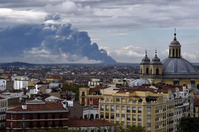 Cette photo de la cathédrale Almudena, à Madrid,... (PHOTO AFP, GERARD JULIEN)