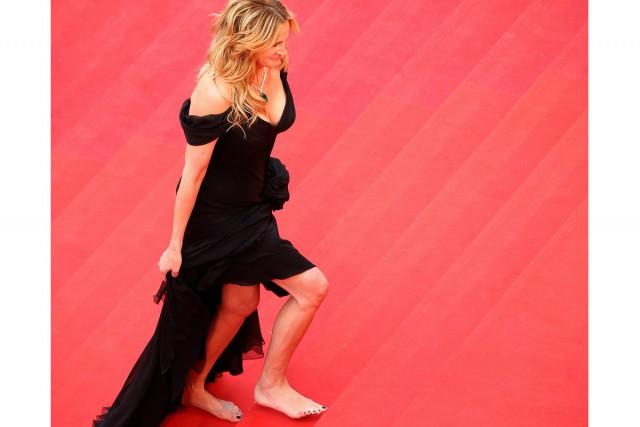 Julia Roberts amonté pieds nusles marches du Palais... (REUTERS)