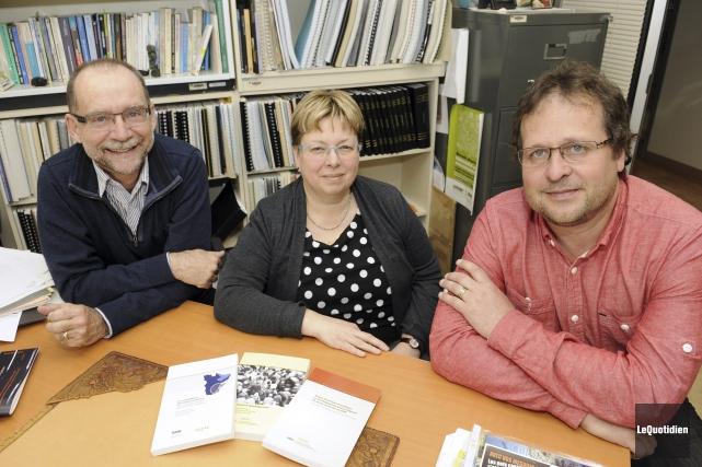 Les professeurs en socio-anthropologie, Pierre-André Tremblay, Suzanne Tremblay,... (Photo Le Quotidien, Mariane L. St-Gelais)