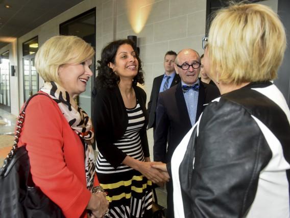 La ministre Dominique Anglade a été accueillie par... (François Gervais)
