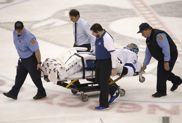 Le gardien du Lightning Ben Bishop s'est blessé... (Photo AP)