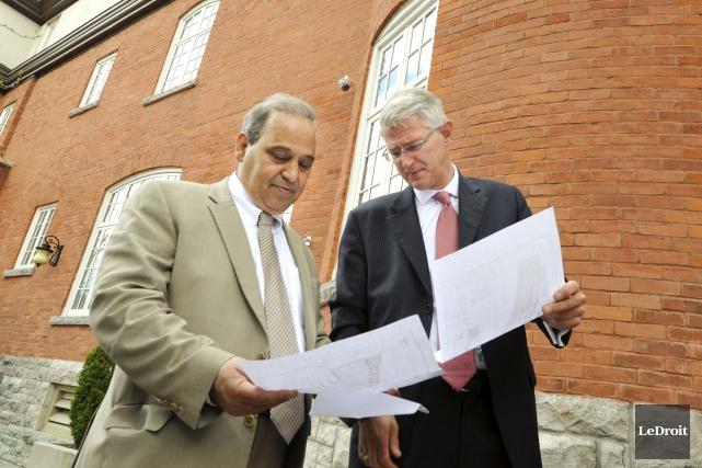 L'homme d'affaires Nader Dormani et le vice-président régional... (Martin Roy, LeDroit)