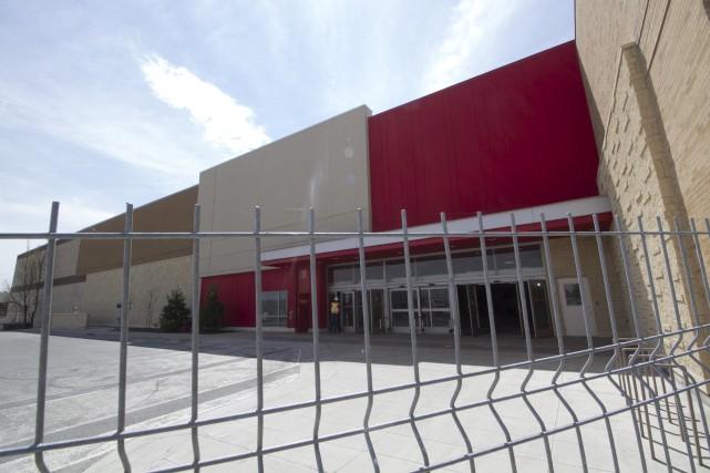 Les locaux vacants de l'ancien Target au Carrefour... (Spectre Média, René Marquis)