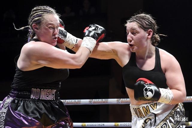 Le combat entre Annie Mazerolle et Vanessa Lepage-Joanisse,... (Bernard Brault, La Presse)