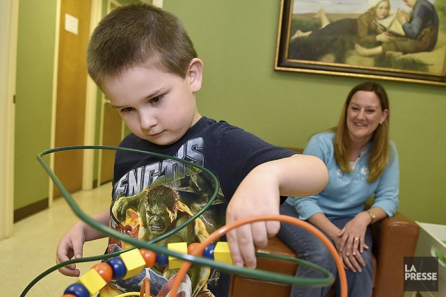 En Ontario, des milliers des parents d'enfants autistes... (Brad Davis, The Register-Herald via AP)