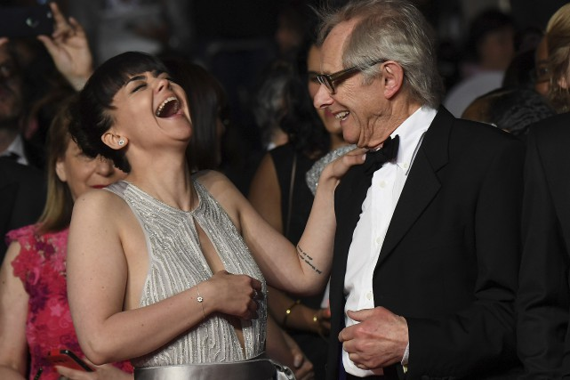 L'actrice Hayley Squires et le directeur Ken Loach... (AFP, ANNE-CHRISTINE POUJOULAT)