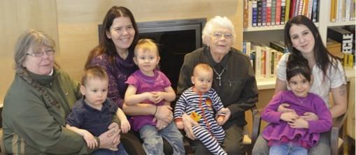 Toujours très active à 88 ans, Camille (deuxième... (Photo fournie par la famille)