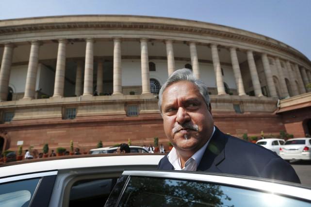 Privé de passeport par les autorités indiennes, Vijay... (Archives AP, Saurabh Das)