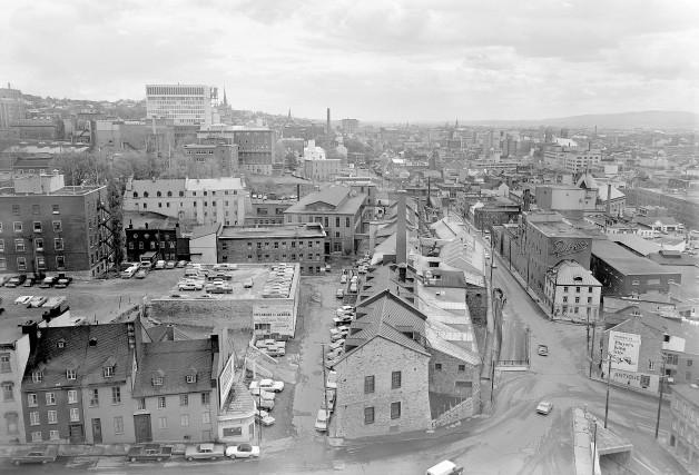 Fascinante vue sur le quartier Saint-Roch et les Nouvelles Casernes prise de... (Collection Jocelyn Paquet, les archives du photographe)