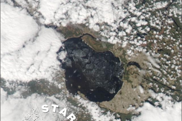 Cette image satellite a été prise samedi.... (Photo courtoisie, Station de réception d'images satellitaires)