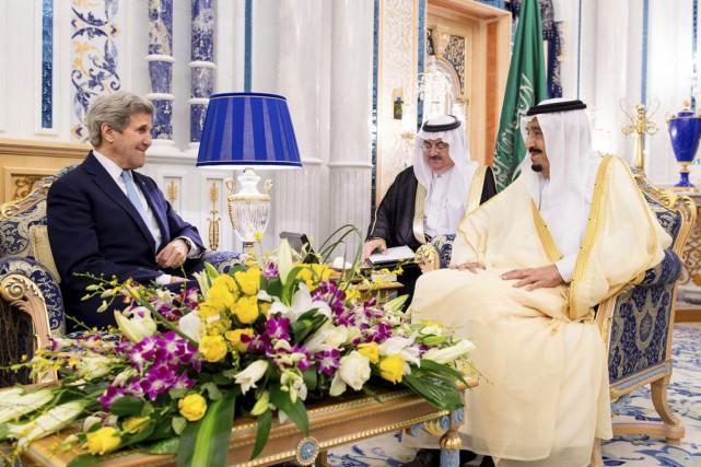 Le secrétaire d'État américain John Kerry a rencontré... (PHOTO BANDER ALGALOUD, AFP)