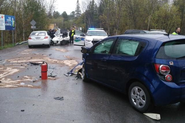 Le conducteur de la Sonic de Chevrolet a... (Courtoisie, Sécurité publique de la MRC des Collines-de-l'Outaouais)