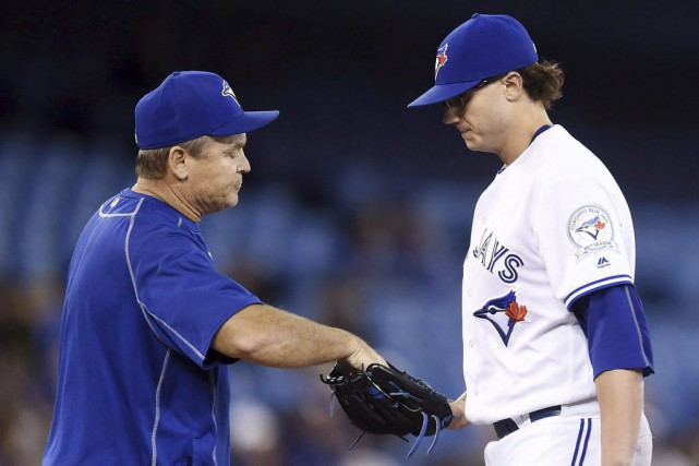 Le gérant John Gibbons et Brett Cecil.... (PHOTO FRANK GUNN, ARCHIVES LA PRESSE CANADIENNE)
