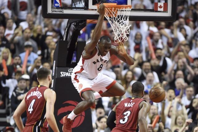 Bismack Biyombodes Raptors de Toronto a inscrit 17... (La Presse Canadienne, Frank Gunn)