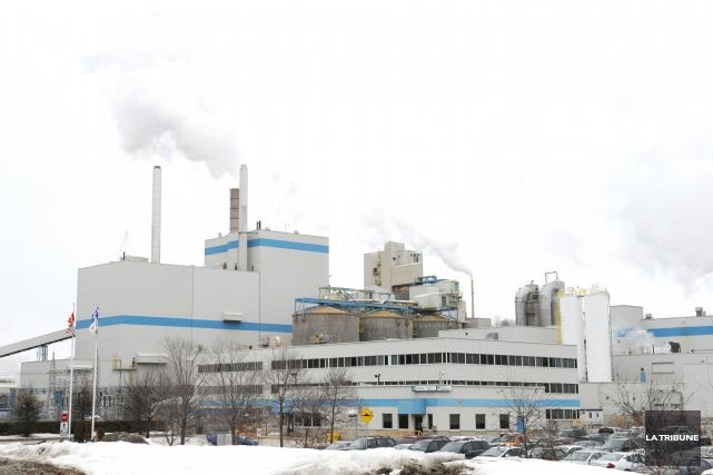 Le cadenassage d'une machine à papier à l'usine Domtar de Windsor est une... (Archives, La Tribune)