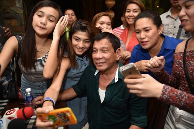 Rodrigo Duterte s'est adressé aux médias pour la... (PHOTO AFP)