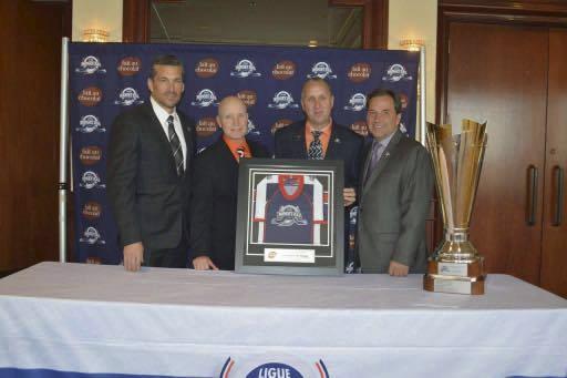Le vice-président hockey et gouverneur Christian Lord et... (Collaboration spéciale, Pascal Robert)