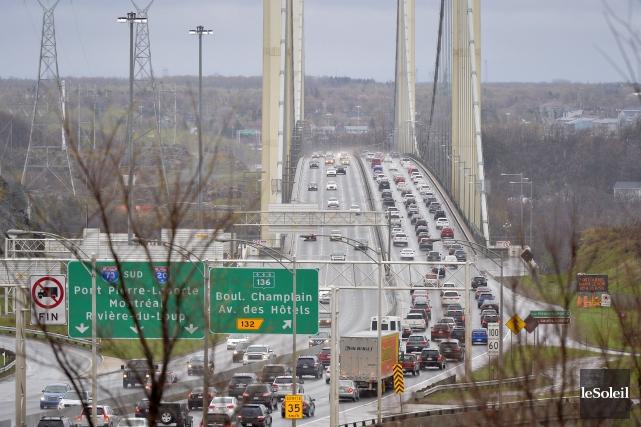Avec un pont sur deux ouvert et zéro traversier pour relier Québec et Lévis, la... (Le Soleil, Yan Doublet)