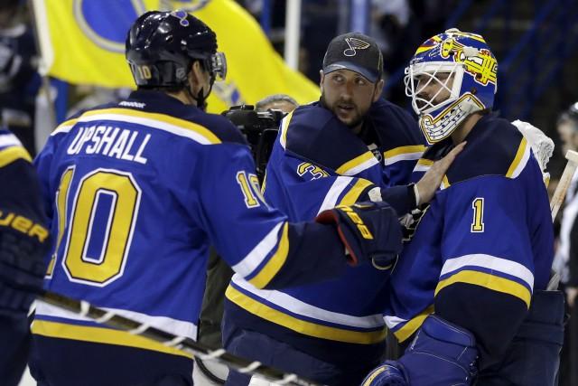 Le gardien des Blues de St. Louis, Brian... (AP, Jeff Roberson)