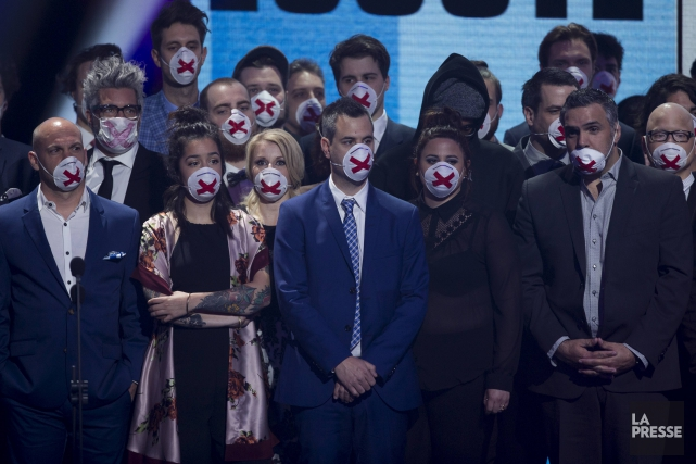 La photo des humoristes masqués a fait la... (La Presse, Olivier Jean)