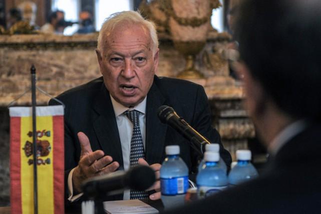 Jose Manuel Garcia-Margallo a visité le ministère des... (PHOTO AFP)