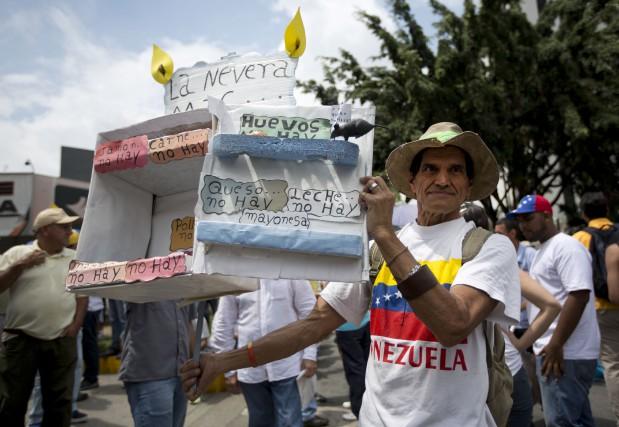 Les manifestants ont pris les rues de Caracas... (AP, Ariana Cubillos)