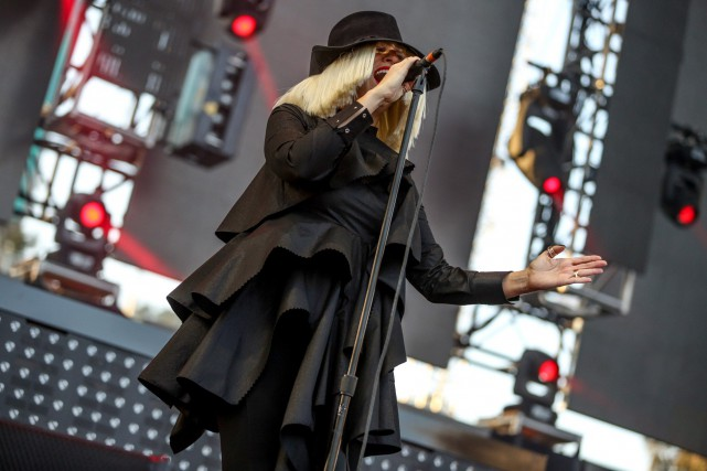La chanteuse Sia lors d'une performance en 2015... (photo Rich Fury, archives associated press)