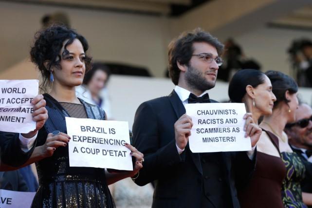 «Le Brésil n'est plus une démocratie», «Nous résisterons»,... (PHOTO AP)