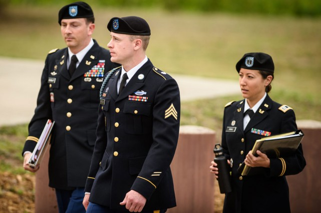 Bowe Bergdahl à son arrivée à Fort Bragg.... (PHOTO THE FAYETTEVILLE OSBERVER VIA AP)