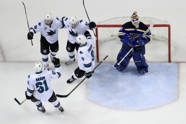 Brent Burns a marqué deux fois en avantage numérique et les Sharks ont dominé... (PHOTO AP)