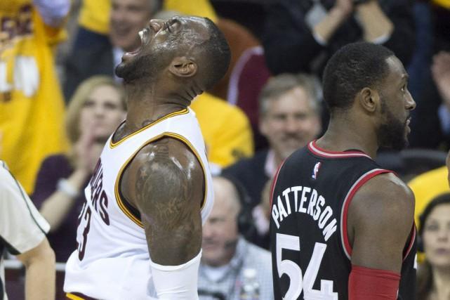 LeBron James s'est amusé face aux Raptors, mardi... (Frank Gunn, La Presse Canadienne)