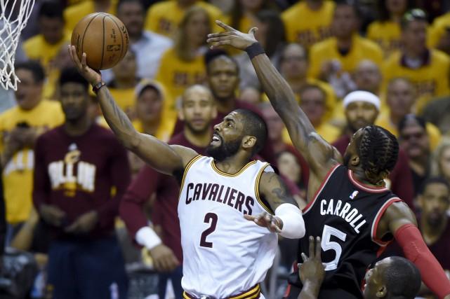 Kyrie Irving des Cavaliers de Cleveland a inscrit... (La Presse Canadienne, Frank Gunn)