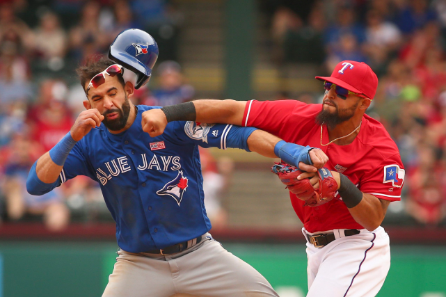Rougned Odor (à droite) a asséné un coup... (Photo Richard W. Rodriguez, AP)