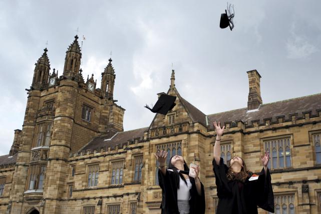 On savait les étudiants menacés par le surmenage, la malbouffe ou les soirées... (Photo archives Reuters)