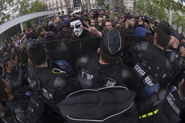 Des policiers français sont descendus dans les rues... (Agence France-Presse, Joel Saget)