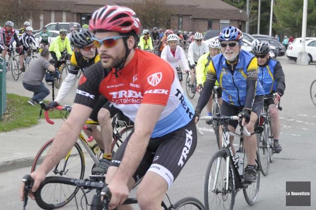 Le Tour du silence attire 90 cyclistes (Sylvain Mayer, Le Nouvelliste)