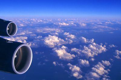 Les gaz à effet de serre émis par les avions commerciaux contribuent au... (Photo archives Agence France-Presse)