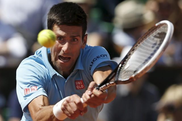 Novak Djokovicpourrait devenir le premier homme en près... (AP, Darko Vojinovic,)