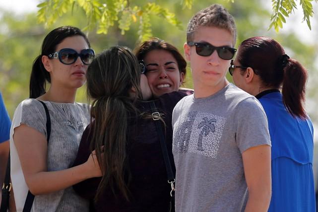 Des proches des victimes de l'avion qui s'est... (PHOTO AMR ABDALLAH DALSH, REUTERS)
