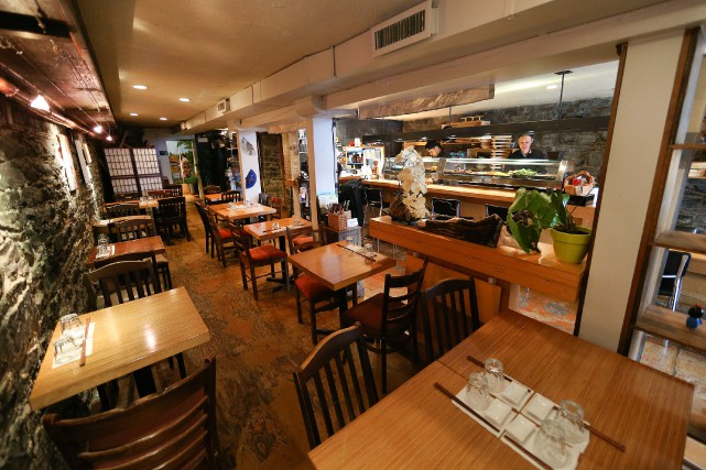Le Sushi Momo ressemble à n'importe quel restaurant... (PHOTO ROBERT SKINNER, LA PRESSE)