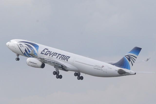 L'appareil d'EgyptAir a effectué des virages soudains et... (AP)