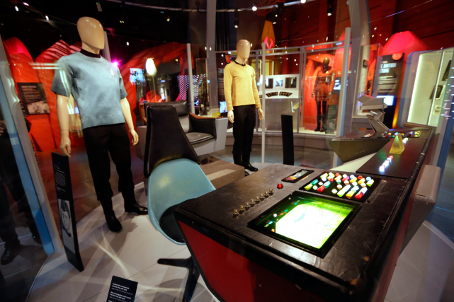 L'exposition Star Trek: Exploring New Worldss'ouvrira samedi à... (Photo Elaine Thompson, AP)