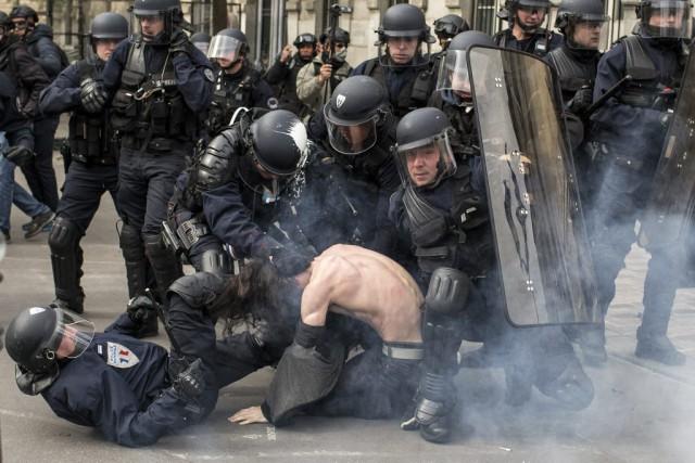 Les violences des dernières semaines attisent une polémique... (PHOTO Laurent Cipriani, AP)