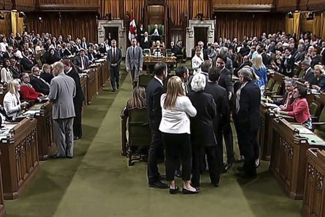 Il est insensé de comparer un coup de coude asséné involontairement à une... (La Presse Canadienne)
