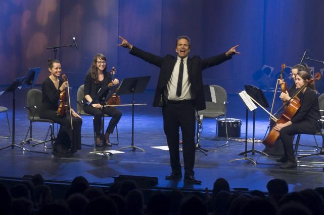 Le clarinettiste et humoriste, Christopher Hall, lançait, jeudi... (Spectre Média, Marie-Lou Béland)