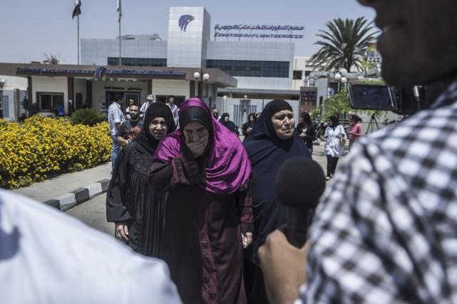 Les familles des passagers du vol MS804 d'Egyptair... (AFP, Khaled Desouki)
