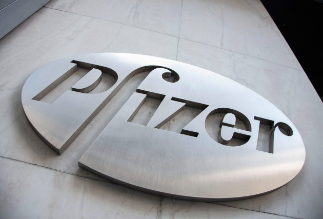 Le géant américain de la pharmacie Pfizer serait sur le point de racheter la... (Photo Andrew Kelly, archives Reuters)