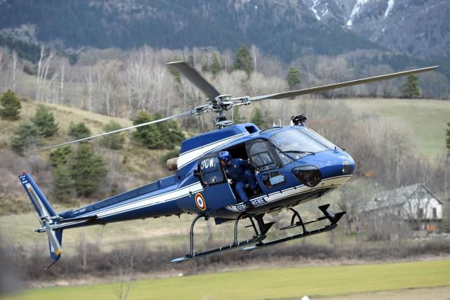 Un hélicoptère de la gendarmerie française s'est écrasé vendredi à la... (PHOTO ANNE-CHRISTINE POUJOULAT, ARCHIVES AFP)