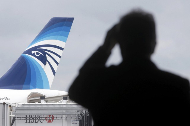 Un avion de la compagnie EgyptAir reliant Paris... (PHOTO CHRISTIAN HARTMANN, REUTERS)