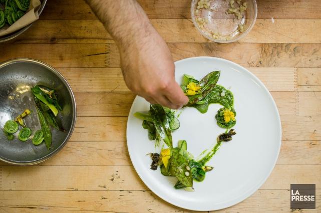 Une salade tout en fraîcheur composée avec les... (PHOTO ÉDOUARD PLANTE-FRÉCHETTE, LA PRESSE)